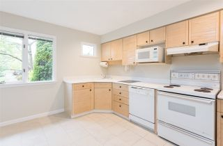 """Photo 4: 1570 BOWSER Avenue in North Vancouver: Norgate Townhouse for sale in """"Illahee"""" : MLS®# R2363126"""