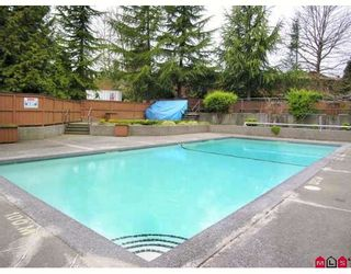 """Photo 9: 410 10620 150TH Street in Surrey: Guildford Townhouse for sale in """"LINCOLNS GATE"""" (North Surrey)  : MLS®# F2826558"""