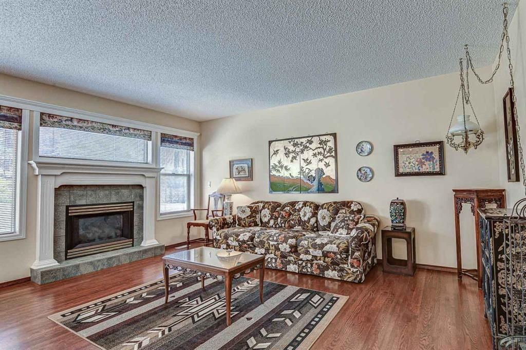 Photo 4: Photos: 127 Bridlewood Circle SW in Calgary: Bridlewood Detached for sale : MLS®# A1123607