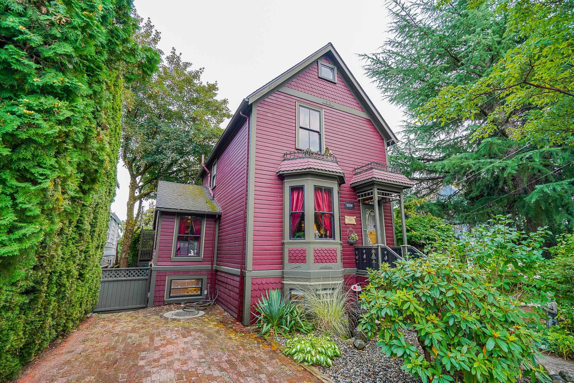 Main Photo: 1016 SEVENTH Avenue in New Westminster: Moody Park House for sale : MLS®# R2617398