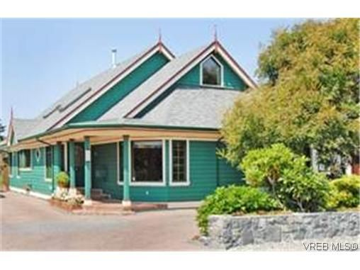 Main Photo: 1750 Hampshire Rd in Victoria: OB North Oak Bay House for sale (Oak Bay)  : MLS®# 250837