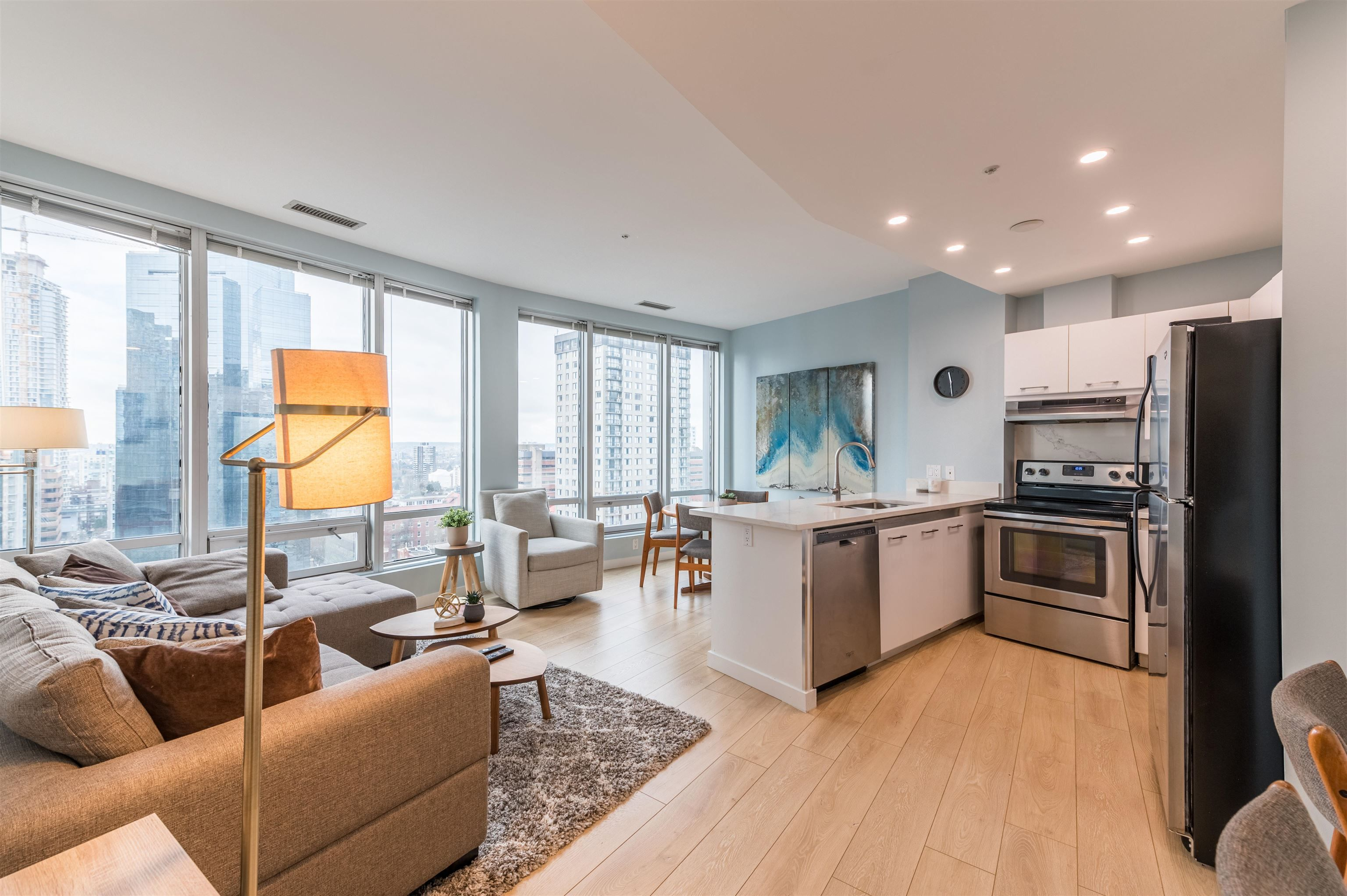 """Main Photo: 1403 989 NELSON Street in Vancouver: Downtown VW Condo for sale in """"THE ELECTRA"""" (Vancouver West)  : MLS®# R2617547"""