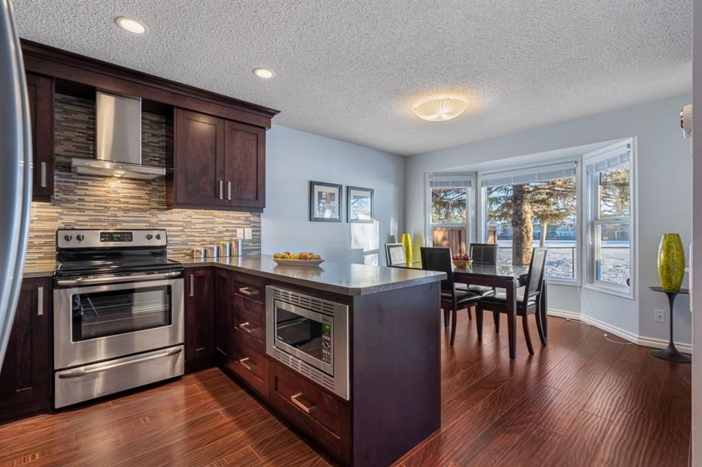 Main Photo: 136 3219 56 Street NE in Calgary: Pineridge Row/Townhouse for sale : MLS®# A1073017