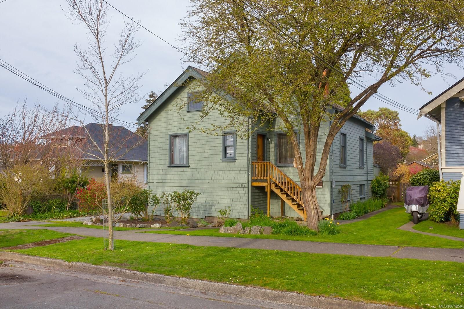 Main Photo: 3187 Fifth St in : Vi Mayfair House for sale (Victoria)  : MLS®# 871250