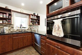 """Photo 8: 19645 PINETREE Lane in Pitt Meadows: Mid Meadows Manufactured Home for sale in """"MEADOWHIGHLANDS"""" : MLS®# R2528246"""