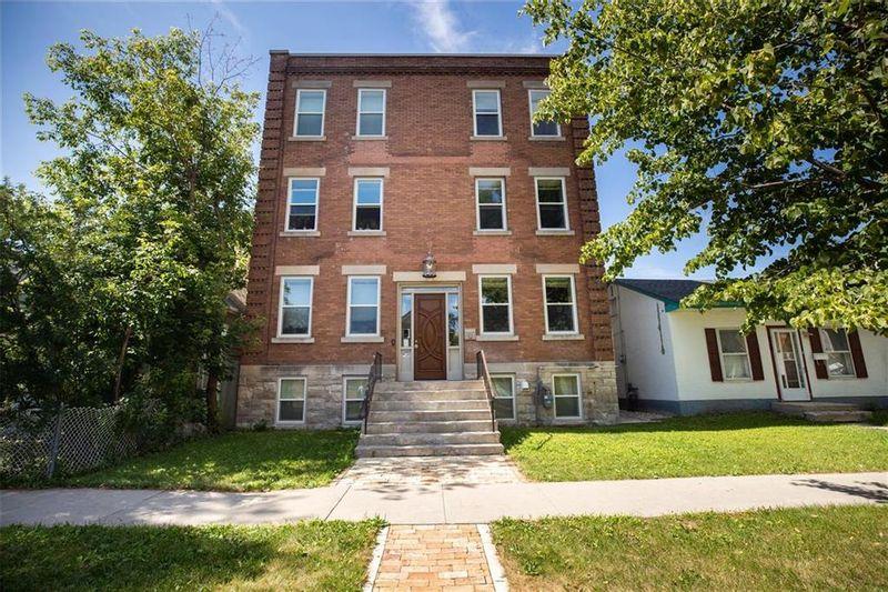 FEATURED LISTING: 614 Simcoe Street Winnipeg
