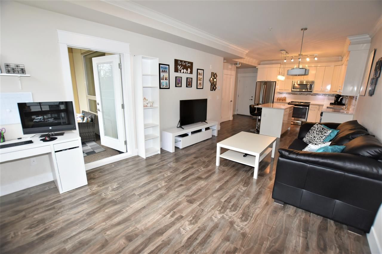 """Photo 15: Photos: 404 19228 64 Avenue in Surrey: Clayton Condo for sale in """"Focal Point"""" (Cloverdale)  : MLS®# R2535709"""