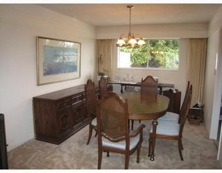 Photo 3: 5391 RAWLINS Crescent in Tsawwassen: Pebble Hill House for sale : MLS®# V671850