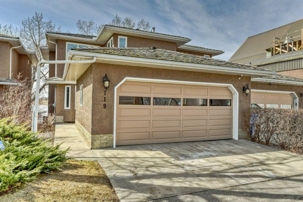 Main Photo: 119 East Chestermere Drive: Chestermere Semi Detached for sale : MLS®# A1082809