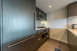 "Photo 10: 305 112 E 13TH Street in North Vancouver: Central Lonsdale Condo for sale in ""CENTREVIEW"" : MLS®# R2535152"