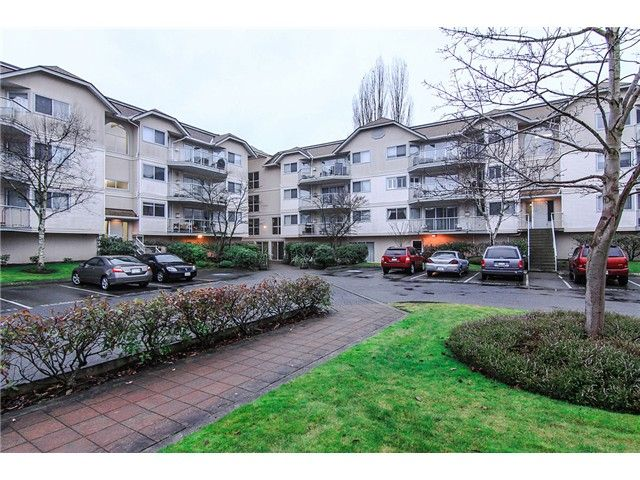 """Main Photo: 207 5419 201A Street in Langley: Langley City Condo for sale in """"Vista Gardens"""" : MLS®# F1401974"""