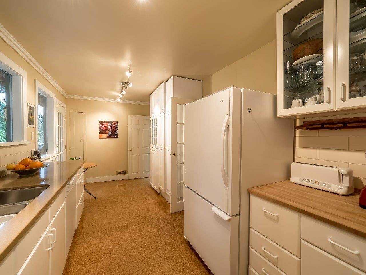 Photo 8: Photos: 3322 WAYNE Drive in North Vancouver: Delbrook House for sale : MLS®# R2045446