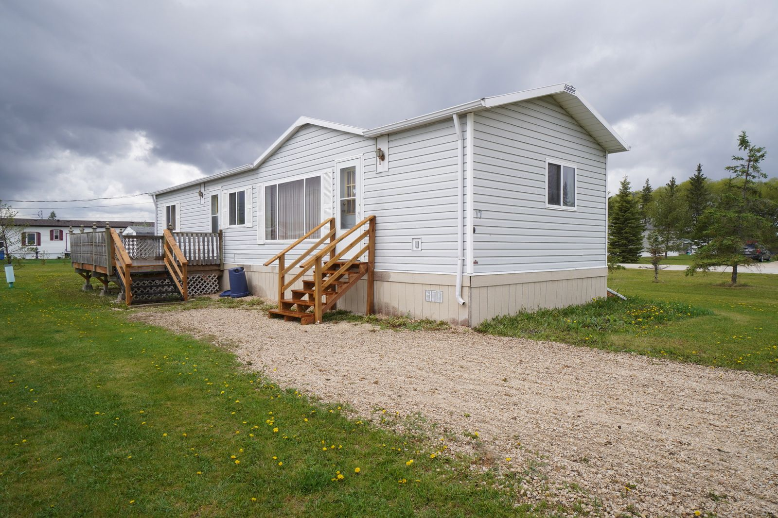 Main Photo: 17 King Crescent in Portage la Prairie RM: House for sale : MLS®# 202112449