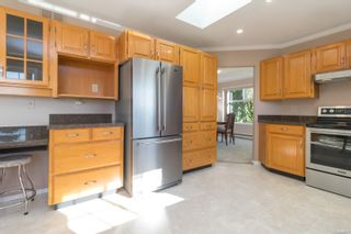 Photo 11: 1225 Tall Tree Pl in : SW Strawberry Vale House for sale (Saanich West)  : MLS®# 885986
