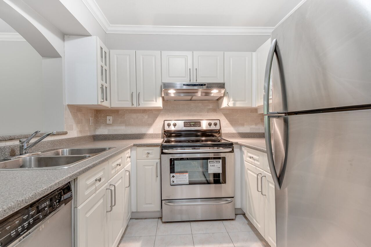 """Photo 8: Photos: 211 3738 NORFOLK Street in Burnaby: Central BN Condo for sale in """"Winchelsea"""" (Burnaby North)  : MLS®# R2276086"""