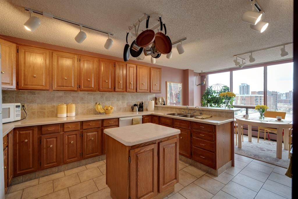 Main Photo: 902 1001 14 Avenue SW in Calgary: Beltline Apartment for sale : MLS®# A1105005