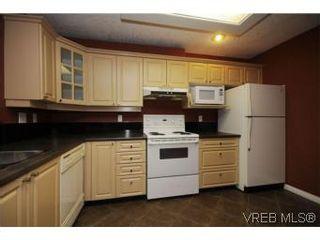 Photo 9: 111 1083 Tillicum Rd in VICTORIA: Es Kinsmen Park Condo for sale (Esquimalt)  : MLS®# 530725