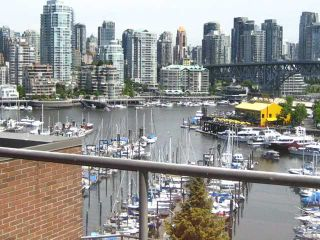 """Photo 1: 910 1450 PENNYFARTHING Drive in Vancouver: False Creek Condo for sale in """"HARBOUR COVE"""" (Vancouver West)  : MLS®# V831435"""