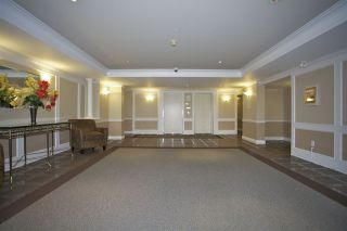 Photo 2: 405 1575 BEST STREET: White Rock Condo for sale (South Surrey White Rock)  : MLS®# R2032421