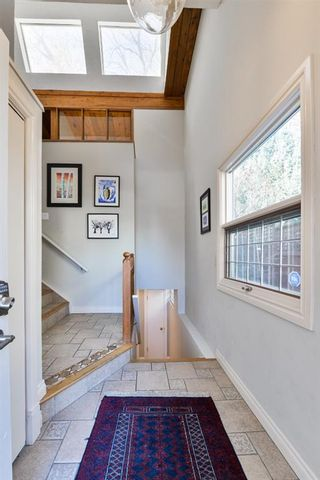 Photo 3: 1329 16 Street NW in Calgary: Hounsfield Heights/Briar Hill Detached for sale : MLS®# A1079306