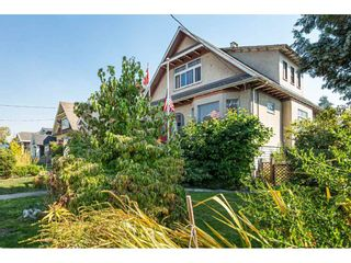 Photo 2: 1024 EIGHTH Avenue in New Westminster: Moody Park House for sale : MLS®# R2494915