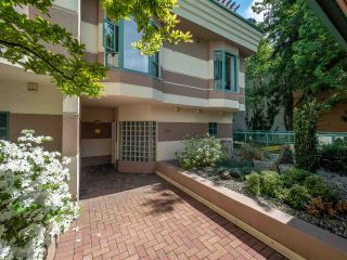 """Photo 1: 348 TAYLOR Way in West Vancouver: Park Royal Townhouse for sale in """"THE WESTROYAL"""" : MLS®# R2373517"""