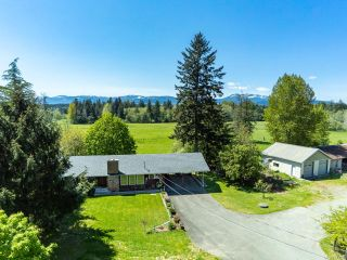 Photo 2: 6235 N Island Hwy in COURTENAY: CV Courtenay North House for sale (Comox Valley)  : MLS®# 833224