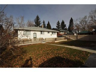 Photo 7: 2407 52 Avenue SW in Calgary: North Glenmore Park House for sale : MLS®# C4087732