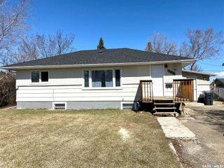 Photo 1: 182 28th Street in Battleford: Residential for sale : MLS®# SK850044