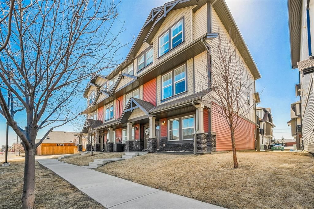 Main Photo: 104 280 williamstown Close NW: Airdrie Row/Townhouse for sale : MLS®# A1095082