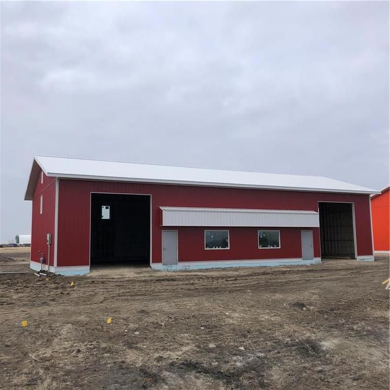 Main Photo: E 450 Kuzenko Street in Niverville: R07 Industrial / Commercial / Investment for lease : MLS®# 202124387