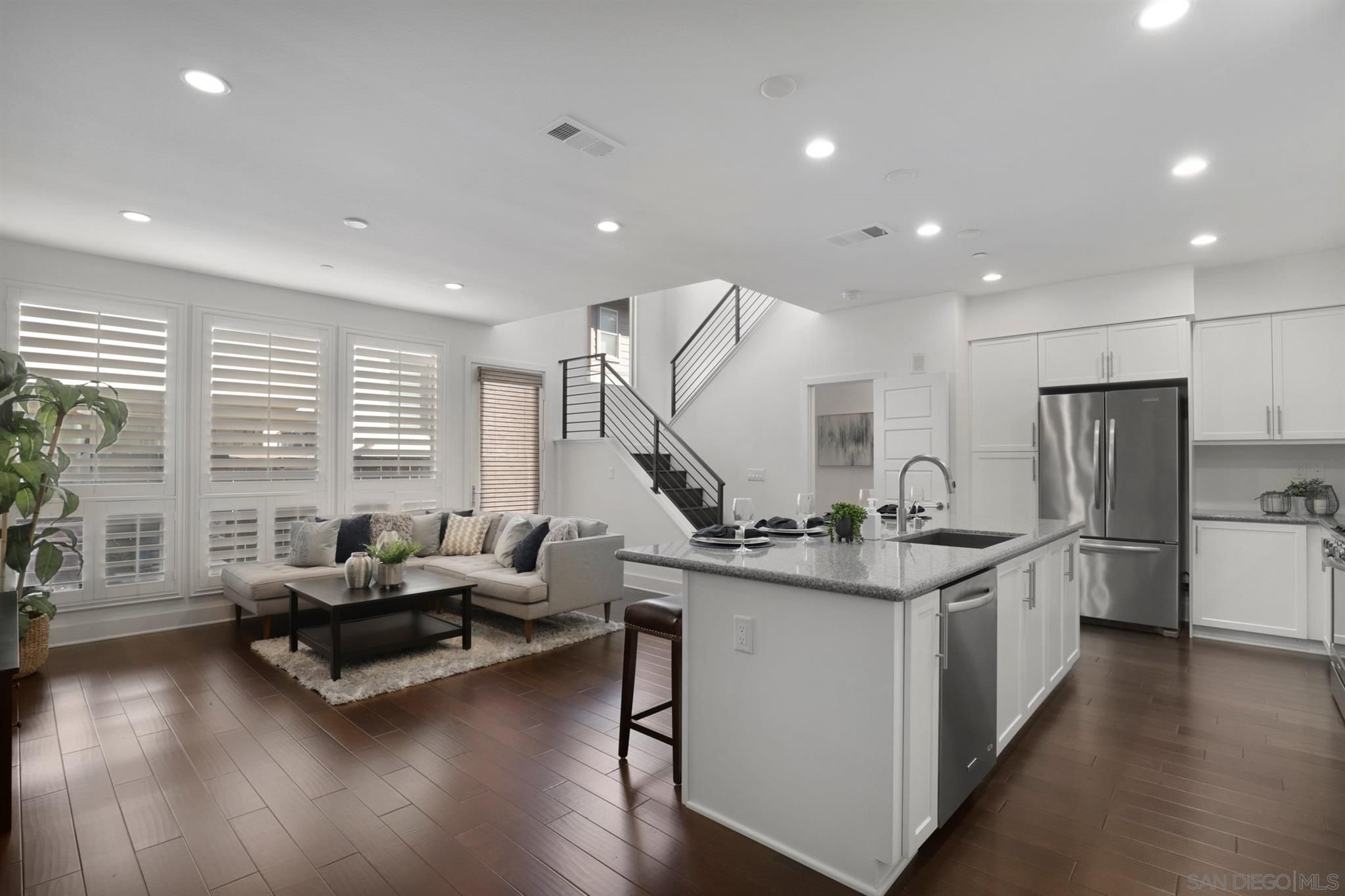 Main Photo: MISSION VALLEY Townhouse for sale : 3 bedrooms : 2551 Aperture Cir in San Diego