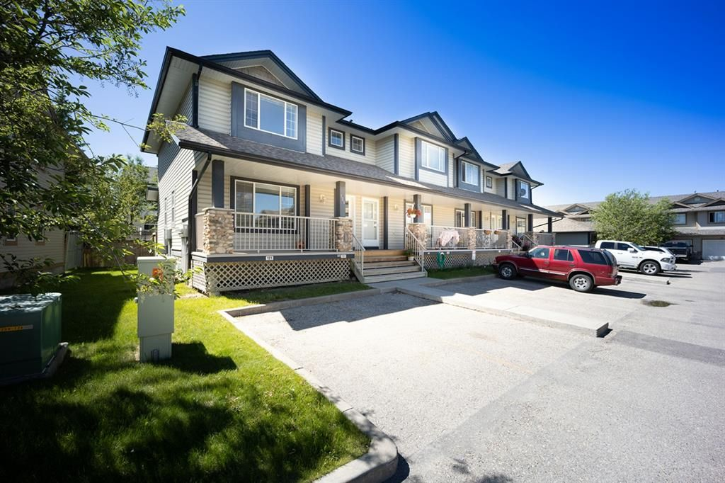 Main Photo: 121 Citadel Point NW in Calgary: Citadel Row/Townhouse for sale : MLS®# A1121802