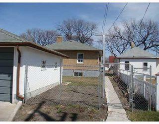 Photo 6: 824 BANNERMAN Avenue in WINNIPEG: North End Residential for sale (North West Winnipeg)  : MLS®# 2805965