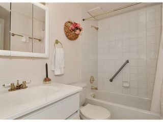 """Photo 8: 204 1610 CHESTERFIELD Avenue in North Vancouver: Central Lonsdale Condo for sale in """"CANTERBURY HOUSE"""" : MLS®# V934824"""