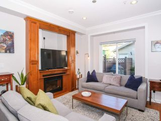 Photo 2: 2151 TRIUMPH Street in Vancouver: Hastings Sunrise 1/2 Duplex for sale (Vancouver East)  : MLS®# R2412946