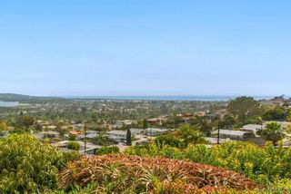 Photo 2: PACIFIC BEACH House for sale : 3 bedrooms : 5022 Pacifica Dr in San Diego