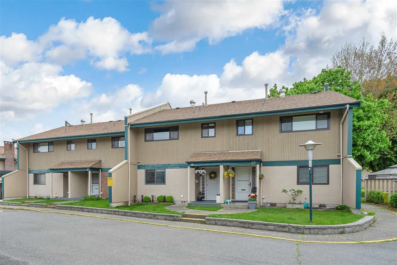 """Main Photo: 46 5850 177B Street in Surrey: Cloverdale BC Townhouse for sale in """"Dogwood Gardens"""" (Cloverdale)  : MLS®# R2577262"""