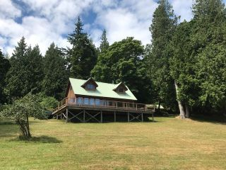 Photo 1: 226 HAIRY ELBOW Road in Sechelt: Sechelt District House for sale (Sunshine Coast)  : MLS®# R2137692