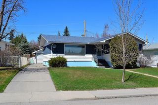 Photo 2: 45 Mayfair Road SW in Calgary: Meadowlark Park Detached for sale : MLS®# A1064150