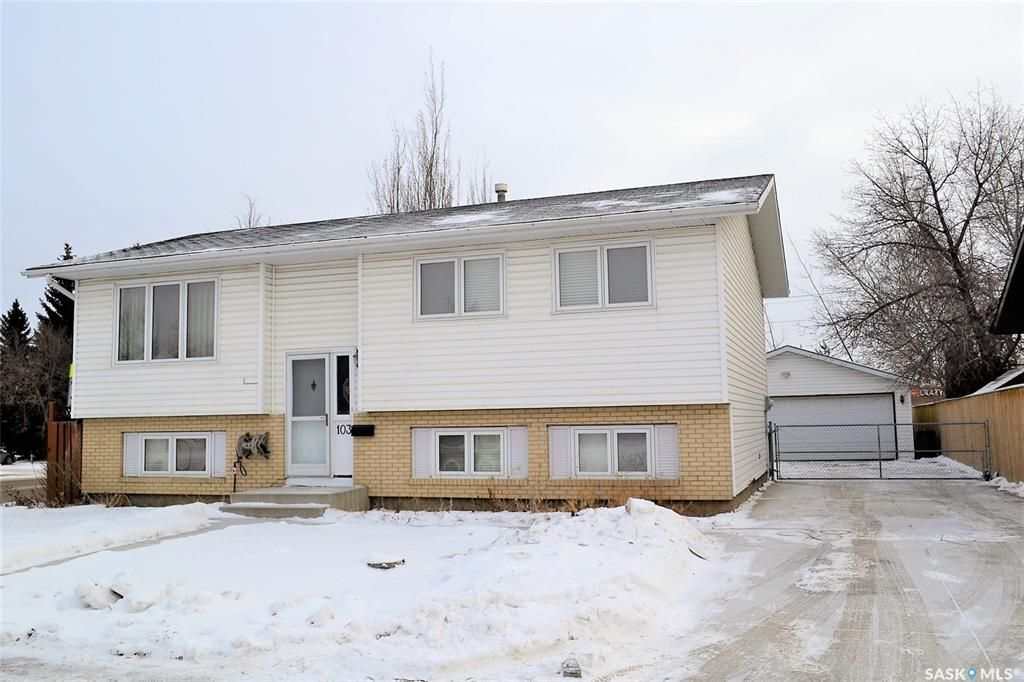 Main Photo: 103 Nordstrum Road in Saskatoon: Silverwood Heights Residential for sale : MLS®# SK757874