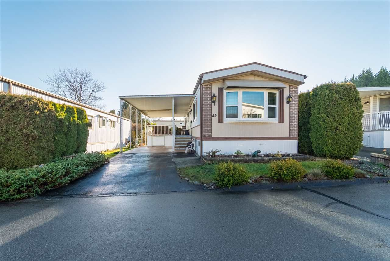 """Main Photo: 44 15875 20 Avenue in Surrey: King George Corridor Manufactured Home for sale in """"SEA RIDGE BAYS"""" (South Surrey White Rock)  : MLS®# R2333311"""