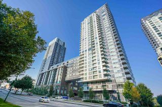 "Photo 1: 751 5515 BOUNDARY Road in Vancouver: Collingwood VE Condo for sale in ""WALL CENTRE - CENTRAL PARK"" (Vancouver East)  : MLS®# R2496450"