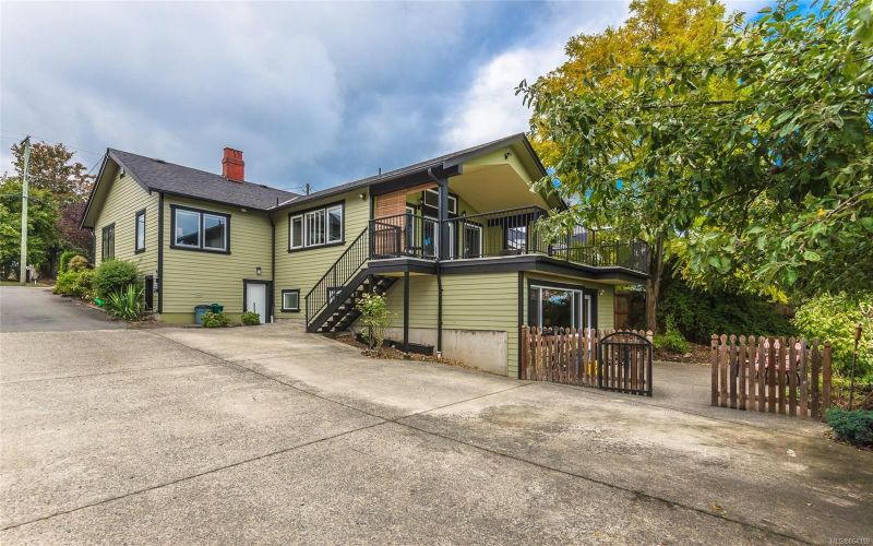 FEATURED LISTING: 640 Terminal Ave North