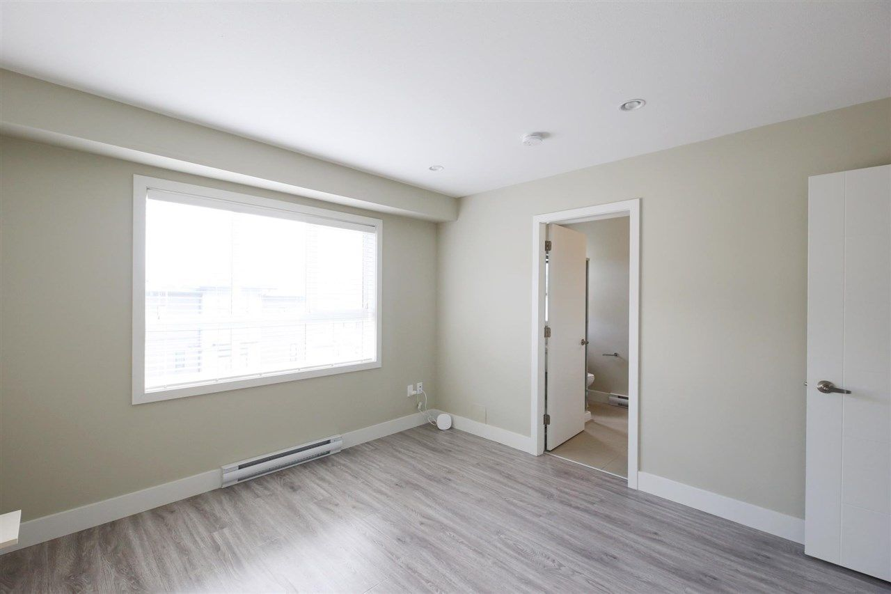 """Photo 18: Photos: 30 1938 NORTH PARALLEL Road in Abbotsford: Abbotsford East Townhouse for sale in """"PARALLEL SOUTH"""" : MLS®# R2589930"""