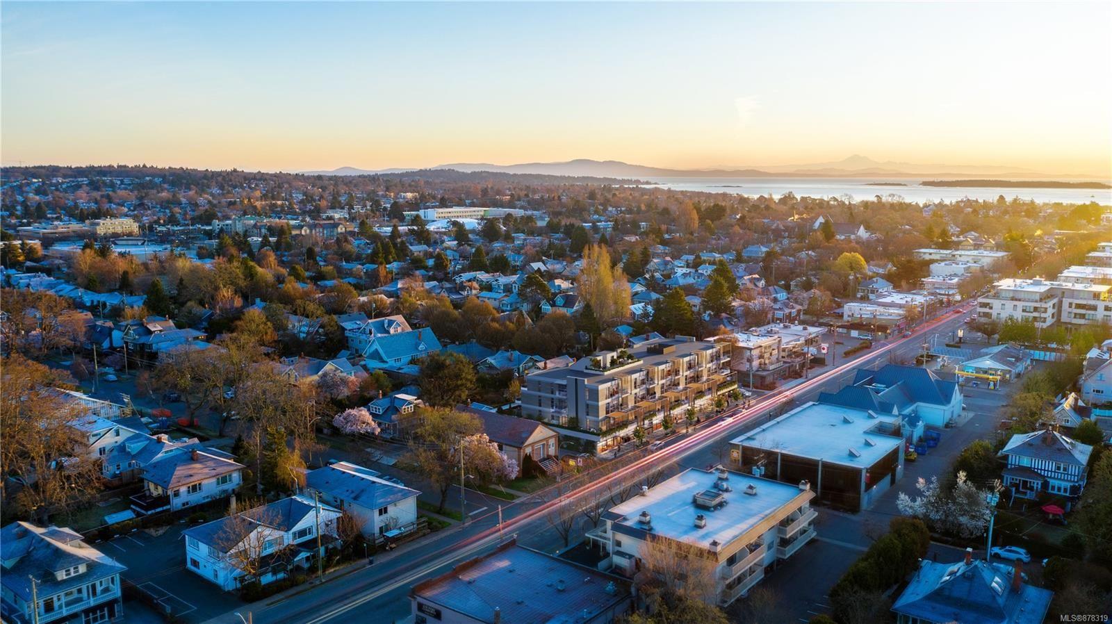 Main Photo: 401 1920 Oak Bay Ave in : Vi Jubilee Condo for sale (Victoria)  : MLS®# 878319
