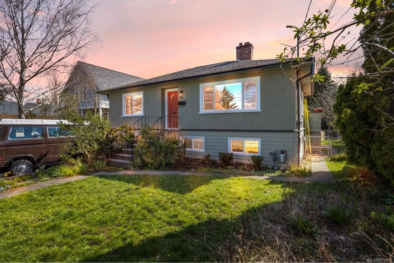 Main Photo: 1451 Lang St in : Vi Mayfair House for sale (Victoria)  : MLS®# 871462