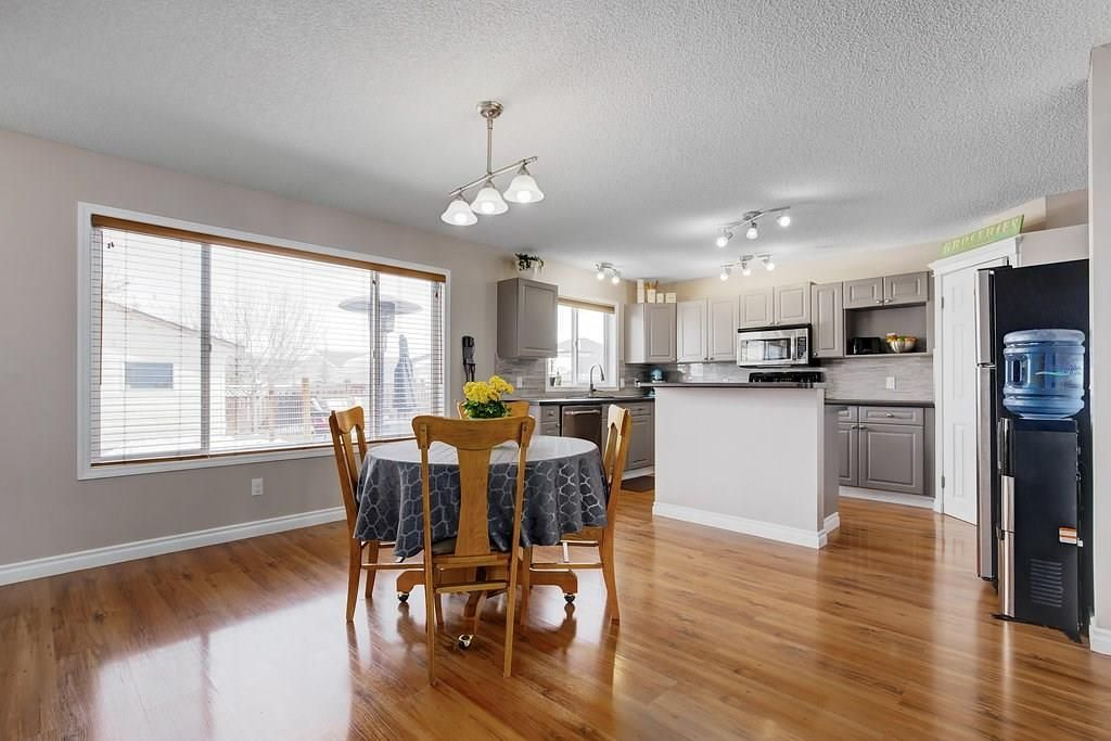 Photo 7: Photos: 32 INVERNESS Boulevard SE in Calgary: McKenzie Towne House for sale : MLS®# C4175544