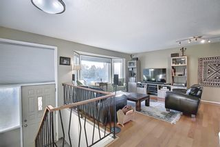 Photo 4: 52 Maple Court Crescent SE in Calgary: Maple Ridge Detached for sale : MLS®# A1092001