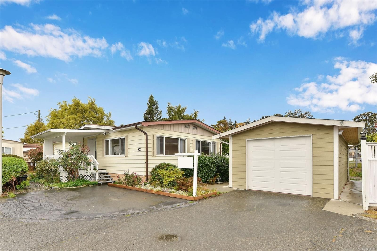 Main Photo: 22 1498 Admirals Rd in : VR Glentana Manufactured Home for sale (View Royal)  : MLS®# 883806